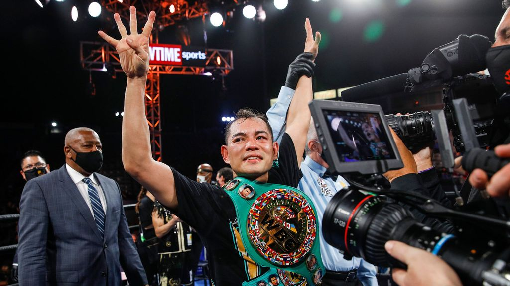 Nonito Donaire celebrates his win over Nordine Oubaali on May 29. (Esther Lin/SHOWTIME)