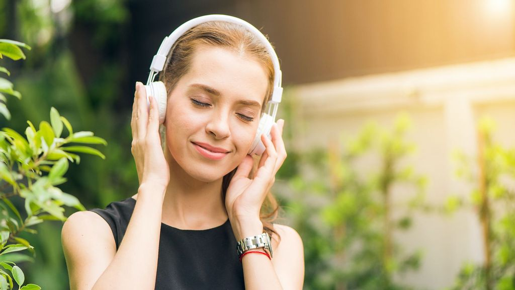 (Representative image) Whether listening to a concerto by Bach or the latest pop tunes on Spotify, the human brain does not wait passively for the song to unfold. Instead, when a musical phrase has an unresolved or uncertain quality about it our brains automatically predict how the melody will end. (Tirachard Kumtanom/Pexels)