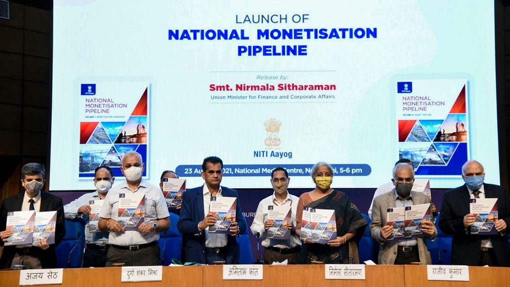The Union Minister for Finance and Corporate Affairs, Smt. Nirmala Sitharaman launching the National Monetisation Pipeline (NMP), in New Delhi on August 23, 2021. The Vice-Chairman NITI Aayog, Dr. Rajiv Kumar, the Secretary, Ministry of Housing and Urban Affairs, Shri Durga Shanker Mishra, the CEO, NITI Aayog, Shri Amitabh Kant and other dignitaries are also seen. (Press Information Bureau)