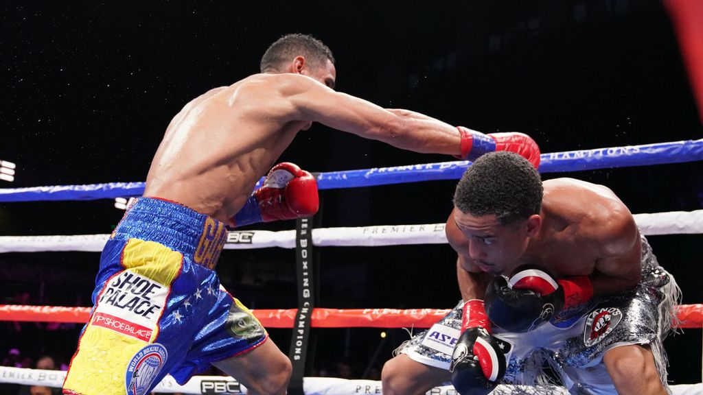 """This right hand of Gabriel Maestre (left) misses Mykal Fox, who was told by former heavyweight champion Lennox Lewis, """"Bro, you won that fight."""" (Sean Michael Ham/TGB Promotions)"""