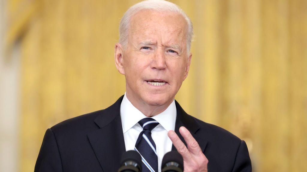 strongEl presidente de Estados Unidos, Joseph R. Biden Jr., anunció planes para ofrecer vacunas de refuerzo contra COVID-19 a los estadounidenses a partir de la semana del 20 de septiembre. (Anna Moneymaker/Getty Images)/strong
