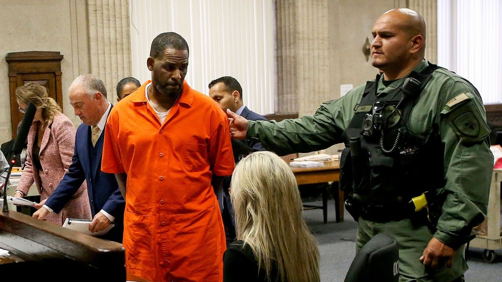 After Multiple Delays, R. Kelly's Sex Trafficking Trial Moves Forward
