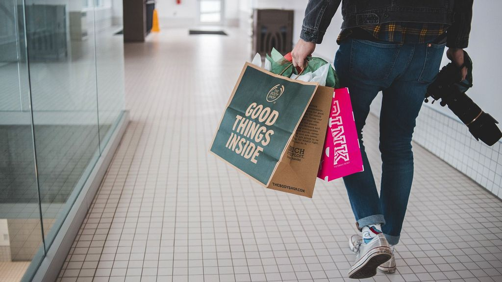 (Representative image) Consumers in India are gearing up to celebrate the festive season and making new purchases during the upcoming shopping sales for Diwali, Dussehra and Christmas. (Erik Mclean/Unsplash)