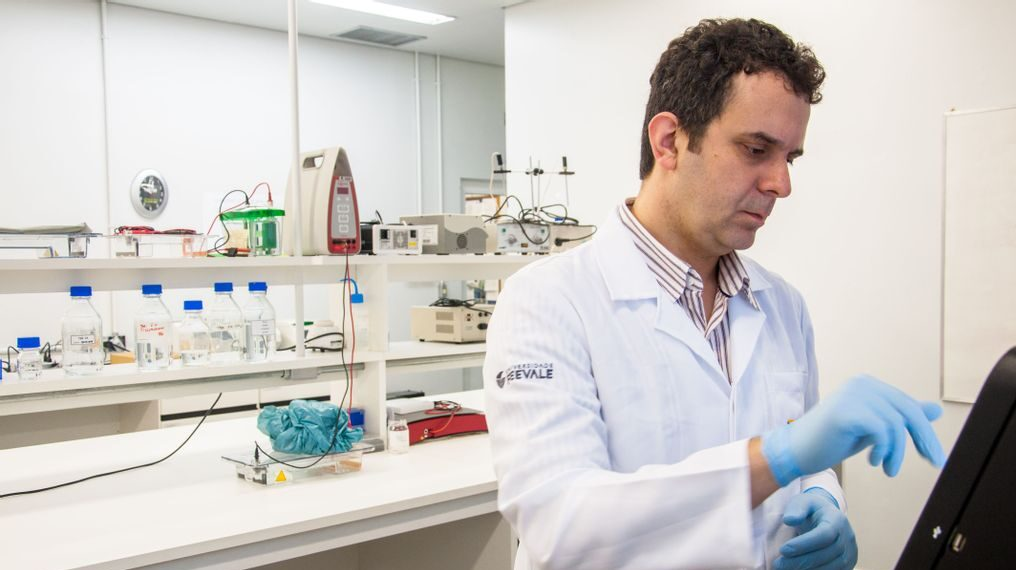 Fernando Spilki, a virologist, is a researcher at Feevale University in Novo Hamburgo. (Solange Corrêa/Feevale Press Office)