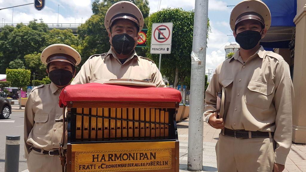 (L-R) Isauro José Villegas Velasco, Isauro Villegas Escamilla and Tomás Villegas Velasco work as organ grinders every day wearing their uniform. It's a family tradition. (Shantal Romero/Zenger)