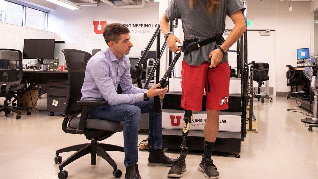 VIDEO: Powered Exoskeleton Helps Lower-Limb Amputees Walk